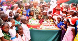 2017_12$large_Wife_of_Osun_State_governor,_Mrs_Sherifat_Aregbesola_cuts_a_cake_with_children_during_the_2017_Children's_Party_at_the_Government_House_in_Osogbo,_Osun_State