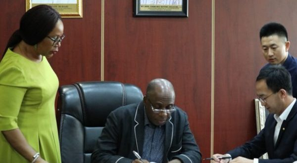 FG-signs-the-6.68b-contract-for-Ibadan-Kaduna-rail-line-e1526416783104